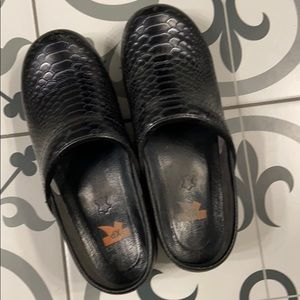 Dansko clog shoes size 38